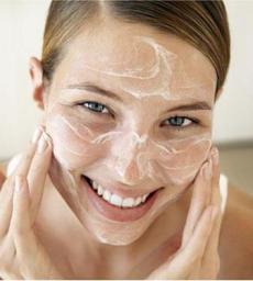 mengatasi kulit wajah berminyak dan kusam